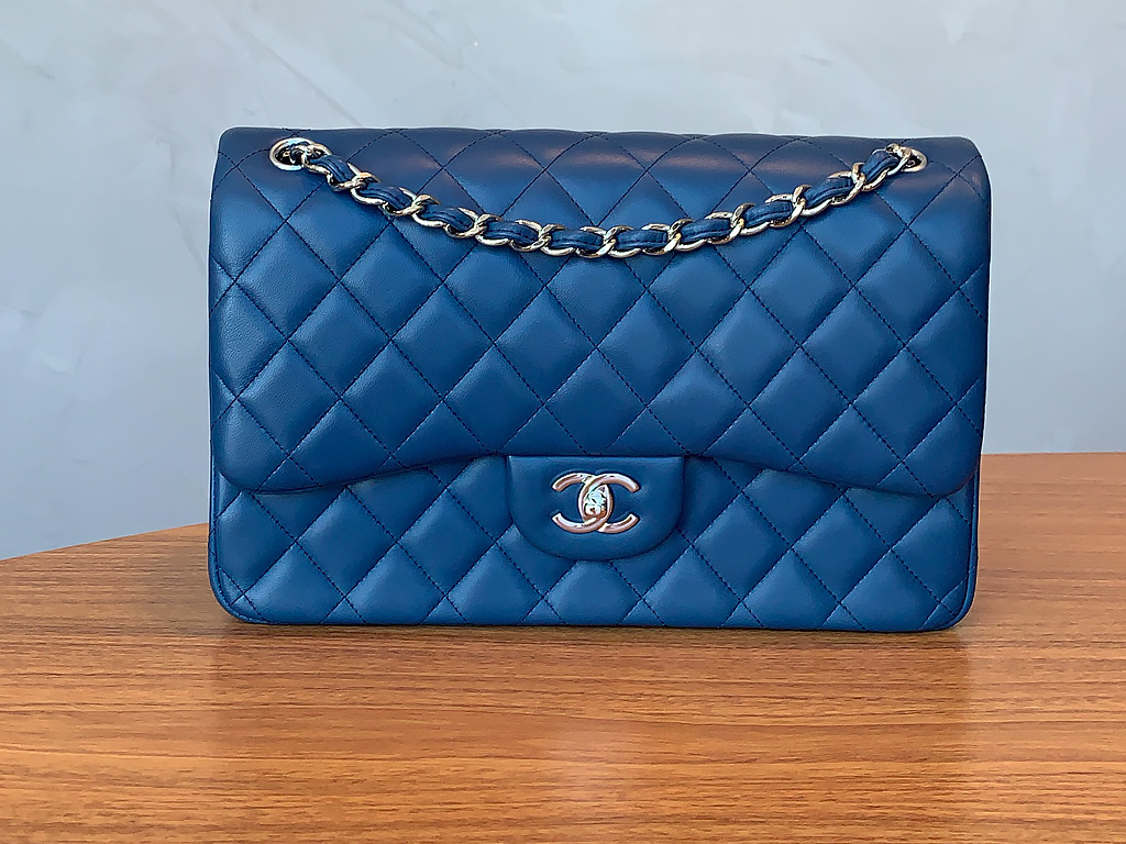 Modelo de bolsa Double Flap da Chanel.